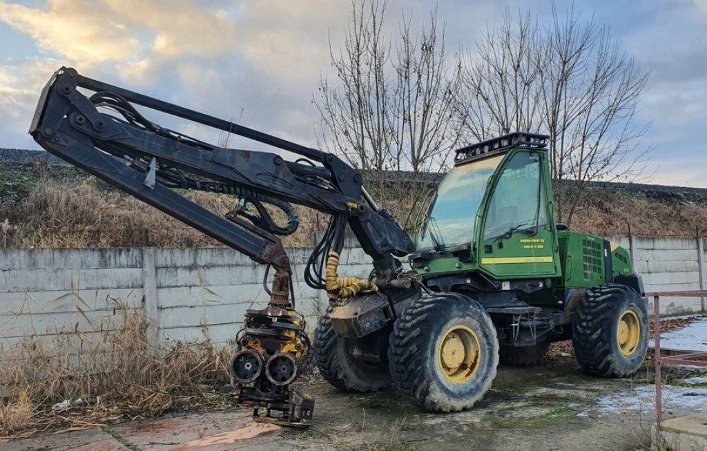 John Deere  770D Harvester
